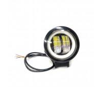 Дополнительная LED фара с четкой светотеневой границей и желтым габаритом, круглая черная