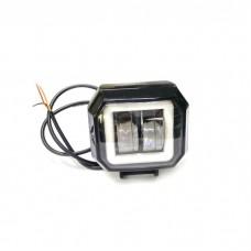 Додаткова LED фара з чіткою світлотіньовою межею і синій габаритом, квадратна чорна